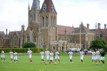 Arsenal Football Camp in Charterhouse School, Годалминг
