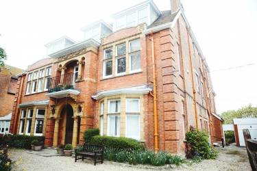 OISE Folkestone  School Фолкстон
