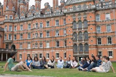 Oxford International, Royal Holloway University, Эгам
