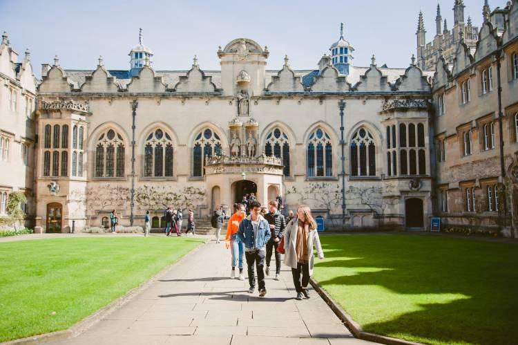 Летняя подготовка к IB в Англии, Оксфорд