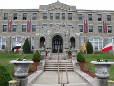 Частная школа MacDuffie School, Гранби